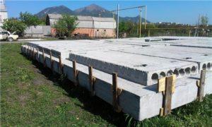 Основные этапы укладки фундамента из плит перекрытия