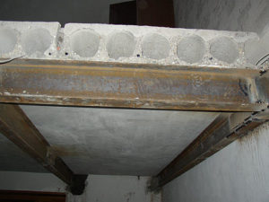 Каким образом осуществляется усиление плит перекрытия