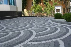 Чем обработать тротуарную плитку